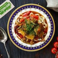 🌿 Лагман из #ОткрытаяКухняШурпа 😊<br>Шурпа Открыта и ждет Вас на обед😊 Блюда настоящей узбекской кухни по традиционным рецептам готовы влюбить Вас в себя!😉😍<br>Приготовленные с любовью, поварами, которые с уважением и трепетом относятся к своей культуре 🤗<br>Ждем Вас и желаем приятного аппетита! 😊 В Шурпе 💙 можно не только покушать, но и взять полюбившиеся блюда с собой! 😊 Ваш @petrovskymarket 😊 Красота внутри и снаружи ✨<br>