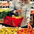 ?Выходные ?<br>Классное время, когда можно закупиться вкусными, свежими фруктами и овощами на всю неделю вперед ☺️<br>Витамины, ЗОЖ, ПП! ? В такую погоду сидеть дома и кушать-самый оптимальный сценарий?<br>А если все же решитесь прогуляться, захватите с собой пару персиков, чтобы перекусить по пути)??<br>?Полезный перекус! Фрукты и орехи, мммм...?<br>Ставьте ? в комментарии,если планируете прогуляться и не сидеть дома ?<br>Ставьте ? , если запланировали приятные домашние посиделки ?✨<br>Ваш @petrovskymarket! Приходите, мы вас ждем ☺️?<br>