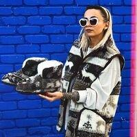 В Шелковом Пути есть вот такие прекрасные жилетки из овечей шерсти и разные теплые тапочки, носочки! 😊<br>